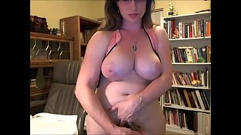 Busty Amateur Shemale Webcam Babe Showing Big Dick